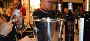 "На чаша вино в галерия ""Фотосинтезис"""