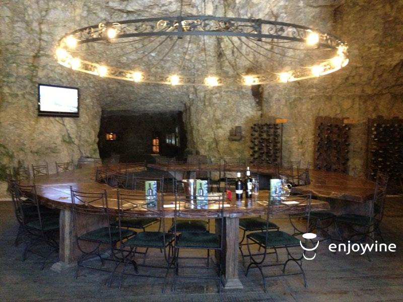 Кръгла маса на вина Винарна Синтика
