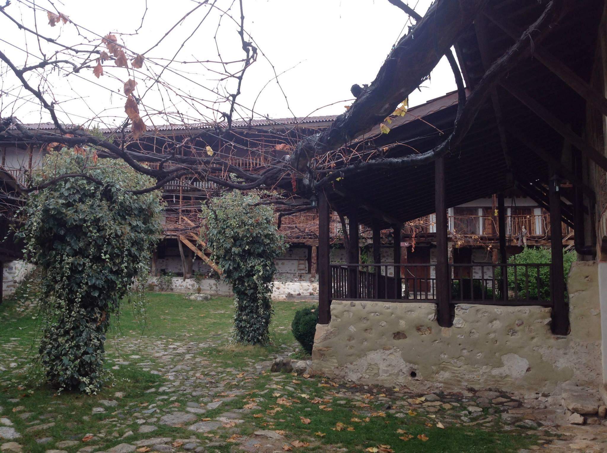 Роженския Манастир двор