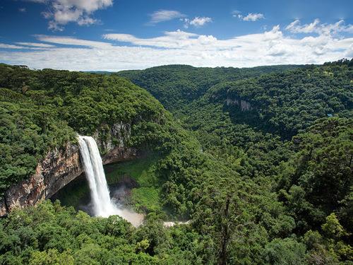 Водопадите на Каракол са известна атракция в Канела,Сио Гранде до Сул.Област ,известна със своя екотуризъм.