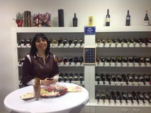 Винен шкаф на Нещо различно в света на виното Евелина Димитрова (един от основателите на Enjoywine)