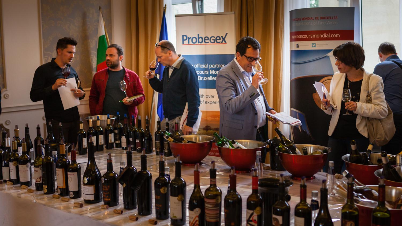 """Българските медалисти от """"Световното по вино"""" се представиха в Брюксел, Хага и Рим"""