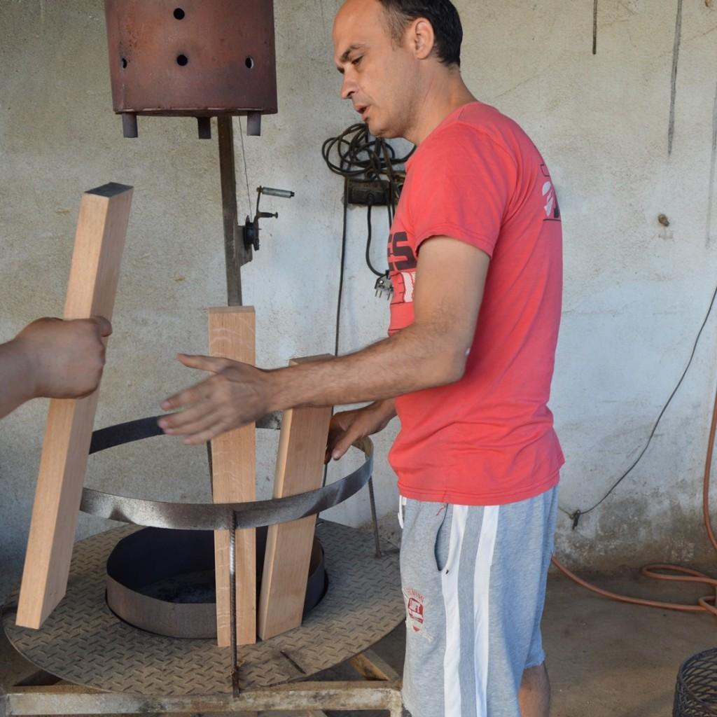 Бъчварницата е оборудвана с цялата необходима за производството техника