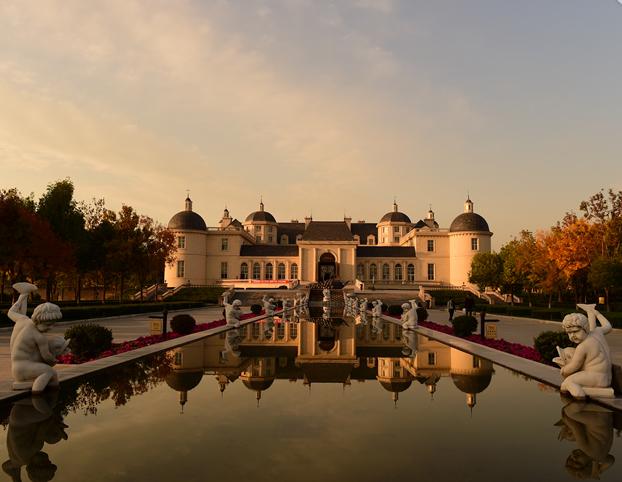 Changyu Pioneer Wine - най-старият китайски производител на вино, създава своеобразен рай за винолюбителите - истински замък с фонтани, кули, пазачи в рицарски доспехи