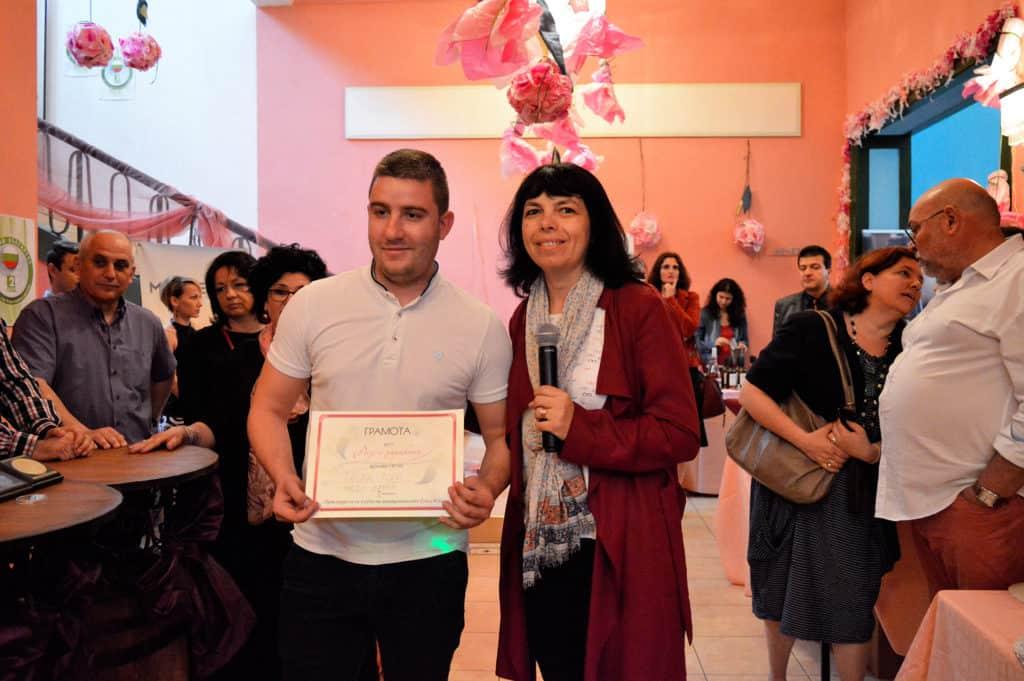 """Ева Димитрова връчи наградата """"Розе с характер"""" на """"Меди Валей"""""""